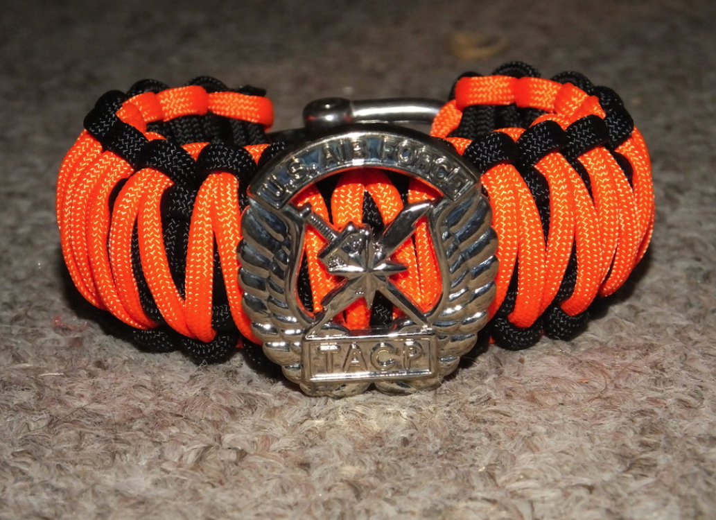 Example of bracelet sold by Fallen Hero Bracelets